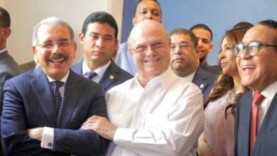 Photo of Danilo e Hipólito comparten amenamente durante inauguración de obra en Santiago