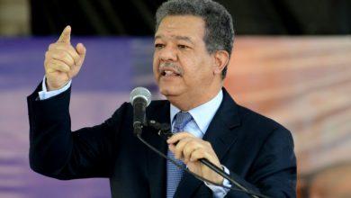 Photo of Leonel evaluará recolección de firmas; rondan las 700 mil