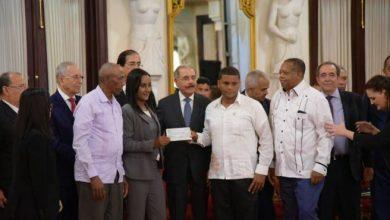 Photo of Medina entrega más de RD$211 millones a campesinos