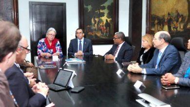Photo of Ministros de Educación y Salud acuerdan vacunar en todas las escuelas de la frontera