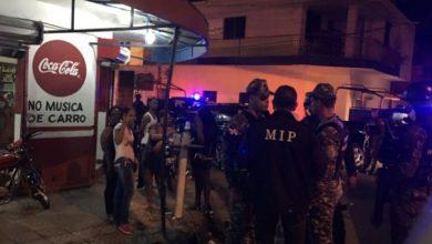 Photo of Cierran 15 comercios de bebidas alcohólicas en La Vega y confiscan equipos