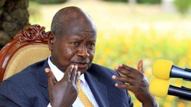 Photo of El presidente de Uganda quiere prohibir el sexo oral porque «la boca es para comer»