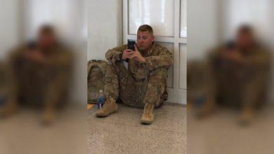 Photo of Vuelo retrasado obliga a un soldado a ver el nacimiento de su hija por FaceTime