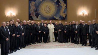 Photo of Todos los obispos chilenos renuncian por casos de abusos sexuales en decisión histórica