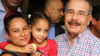 Photo of Danilo Medina eleva una oración por las madres dominicanas