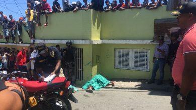 Photo of Policía identifica a dos hombres buscados por asesinato de pareja de esposos