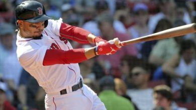 Photo of Mookie Betts suena tres jonrones; Medias Rojas vencen a Reales