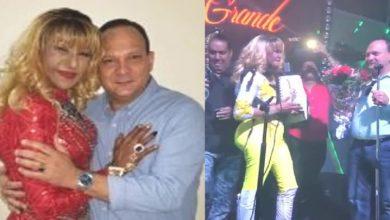 Photo of Vengan a conocer el novio de Fefita la Grande y la sorpresa que le dio en plena presentación en vivo