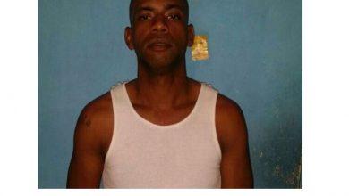 Photo of Policía identifica a hombre acusado de robar retrovisores en centro comercial