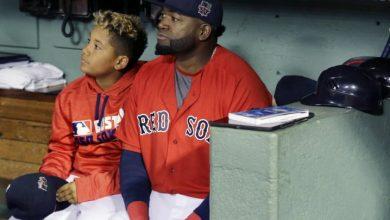 Photo of David Ortiz guía a su hijo en practica en el Fenway Park