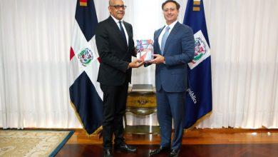 Photo of Presidente de ADOCCO visita al procurador y le ofrece su apoyo