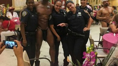Photo of Son suspendidas policías dominicanas del Alto Manhattan que posaron con stripper