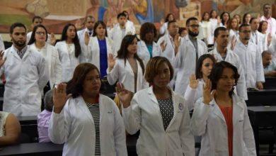 Photo of Realizan ceremonia de batas blancas a estudiantes de la UASD