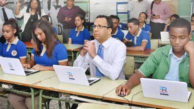 Photo of Andrés Navarro lleva República Digital a escuelas de Los Guandules