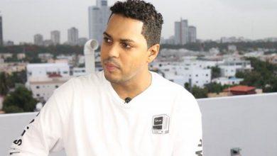 Photo of Alofokemusic denuncia que tirotearon cabina de radio donde estaba; dice querían matarlo