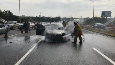 Photo of Se incendia vehículo en el puente Juan Bosch, no deja lesionados