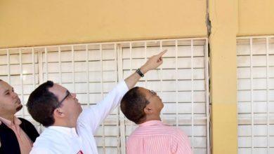 Photo of Navarro supervisa escuelas agrietadas por sismos; demolerán parte de una