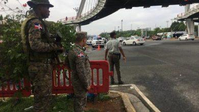 Photo of Militares y agentes de la Policía Nacional vigilan principales vías de la capital