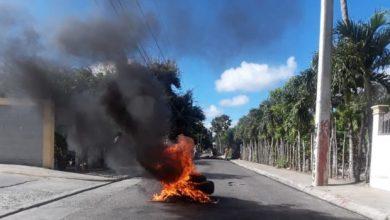 Photo of Residentes en comunidad de Tamboril protestan contra los apagones