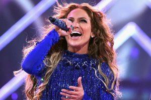 Photo of El vestido favorito que usa JLo en sus conciertos es de Giannina Azar