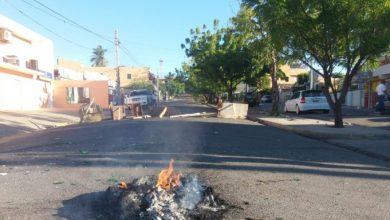 Photo of Paro en Santiago: Poca circulación de vehículos, negocios cerrados y escombros en calles