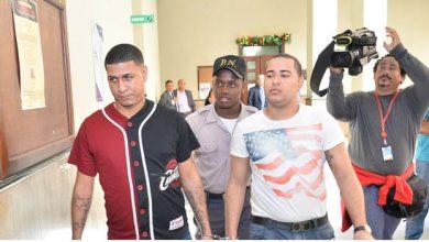Photo of Dictan 30 años de prisión a Brayan Peter y descargan a varios acusados en caso John Pércival