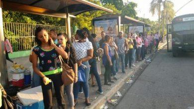 Photo of Decenas de pasajeros varados en primeras horas del paro de transporte