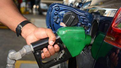 Photo of El Gobierno baja entre RD$2.60 y RD$5.70 a los combustibles