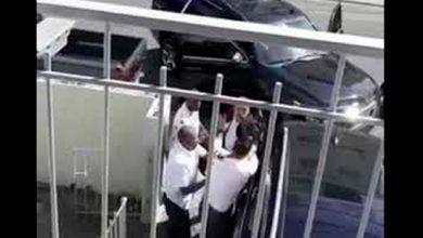 Photo of varios hombres golpean a Cristian Casa Blanca