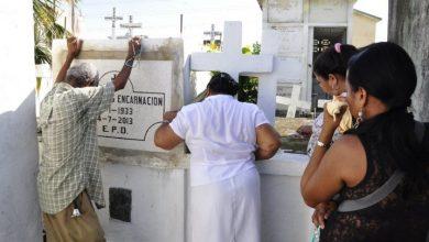 Photo of Lágrimas, flores y remozamientos de tumbas para recordar a los difuntos