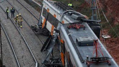 Photo of Un muerto y cinco heridos al descarrilar un tren cerca de Barcelona