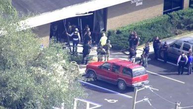 Photo of Mueren 5 personas por tiroteo en banco de Florida