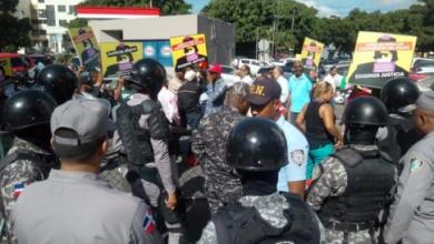 Photo of Exigen libertad de dirigentes de Falpo acusado lanzar excremento a edificio de la Suprema