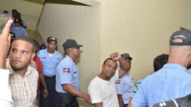 Photo of Juez libera a siete jóvenes lanzaron excremento en edificio de la SCJ