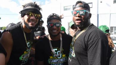 Photo of Peloteros, ejecutivos y fanáticos disfrutaron desfile y fiesta verde