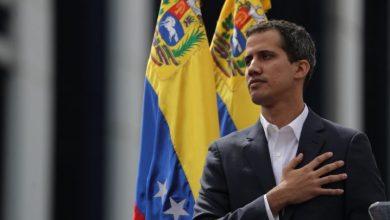 Photo of El líder del Parlamento anuncia que asume la Presidencia de Venezuela