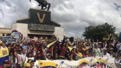 Photo of Venezolanos se manifiestan en Santo Domingo en contra del Gobierno de Maduro
