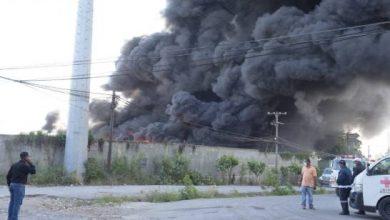 Photo of Fuego ha consumido casi la totalidad de la empresa de plásticos