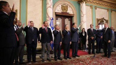 Photo of El presidente Medina juramenta nuevos funcionarios designados mediante decreto 71-19