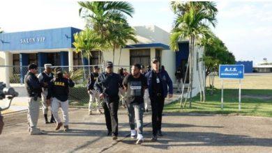 Photo of Autoridades dominicanas entregan a Puerto Rico acusados de matar a trapero Kevin Fret