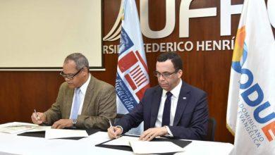 Photo of Educación y Codue firman acuerdo para que colegios evangélicos pasen al sector público
