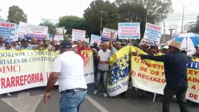 Photo of Trabajadores de la construcción marchan contra reforma laboral y la no disolución del IDSS