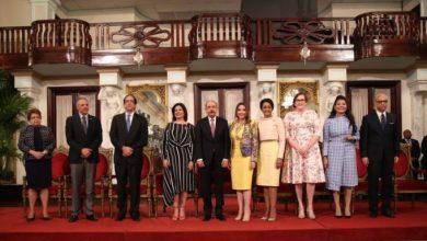 Photo of Danilo Medina y Ministra entregan la Medalla al Mérito de la Mujer a 14 dominicanas destacadas