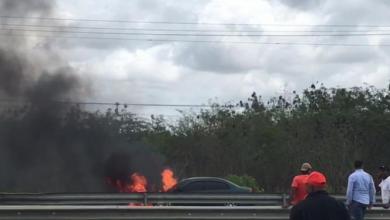 Photo of Se incendia vehículo en Autovía del Este; conductor sale ileso