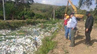 Photo of INDRHI y alcaldía liberan cañadas de desechos