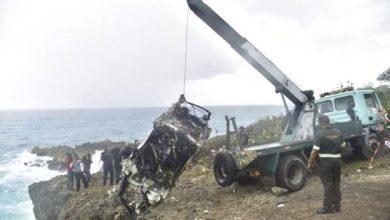 Photo of Retiran del mar restos del vehículo en que viajaban turistas fallecidos