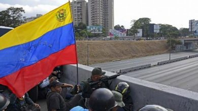 Photo of Disturbios en alrededores de base donde Guaidó anunció alzamiento militar