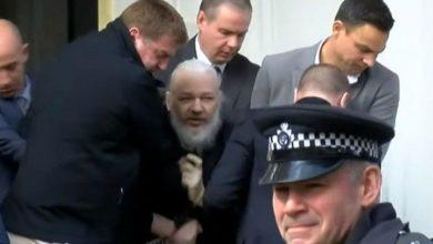 Photo of Detienen al fundador de WikiLeaks, Julian Assange en la embajada de Ecuador en Londres