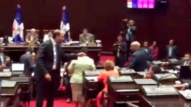 Photo of Enfrentamiento en el PLD se complica; leonelistas se rebelan en el Congreso