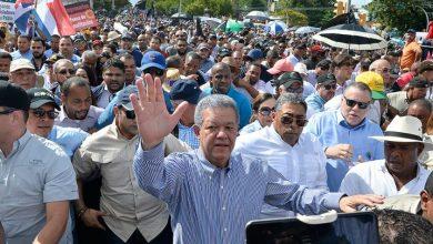 Photo of Leonel se da baño de lluvia y de masas contra la reforma